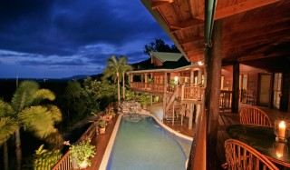 Horizon Vista is the loftiest rental home in the Port Douglas region