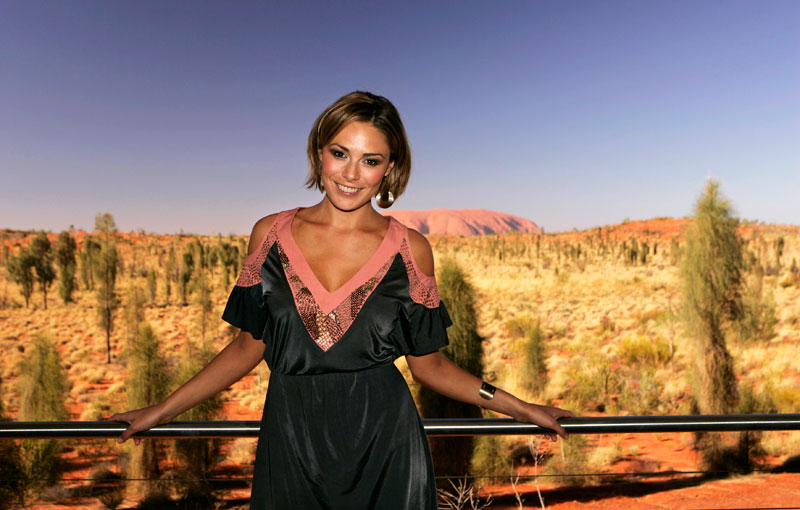 on location at uluru with mcleod s daughter zoe naylor australian traveller. Black Bedroom Furniture Sets. Home Design Ideas