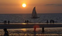 The sun lights up the vibrant vibe at Mindil Beach, Darwin (photo: Tourism NT).