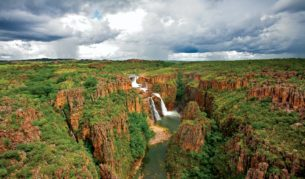 Wet or dry season: Twin Falls, Kakadu.