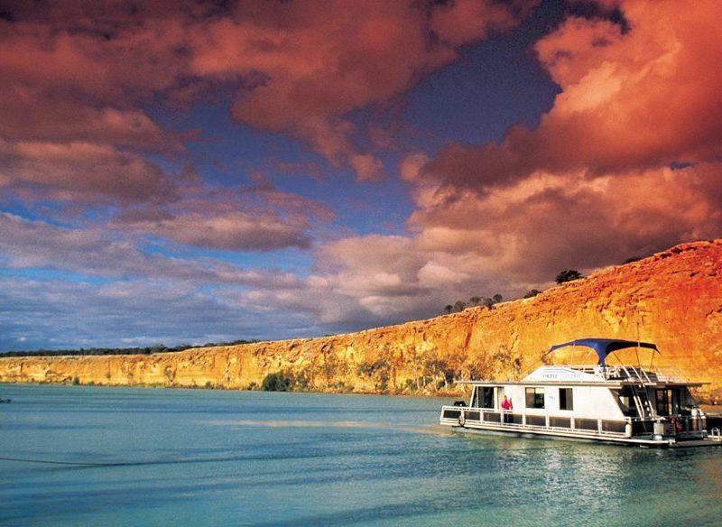 Houseboating, Big Bend, Murray River, SA