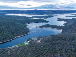 Lake Jindabyne and Snowy River