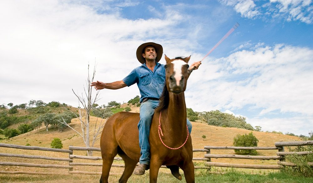 Tim shows how to steer a horse without the use of his hands.