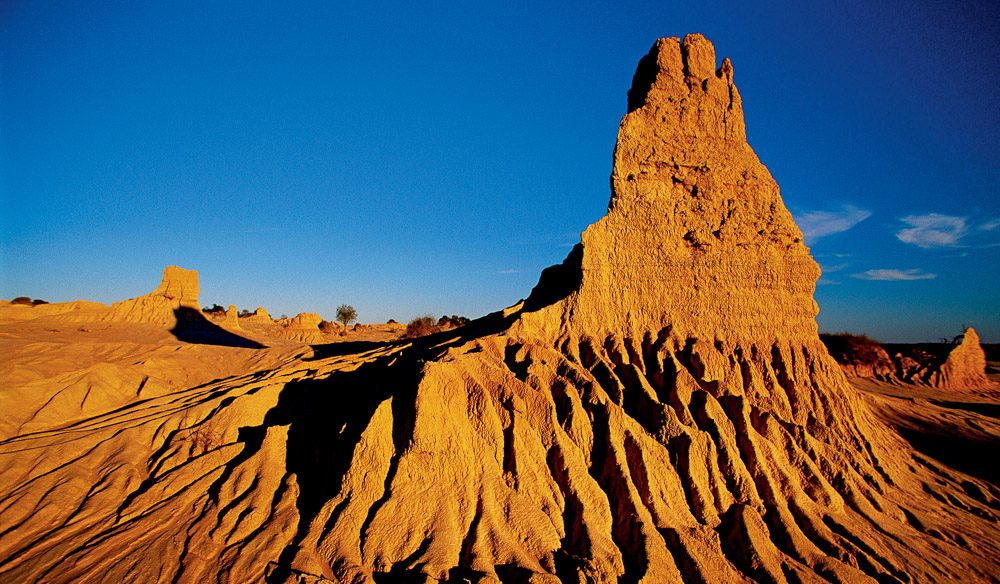 Walls of china. Mungo National Park.