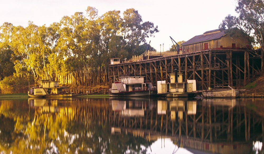 The serene scene of on the banks of the Murray in the paddlesteam town of Echuca. Image by Tourism Victoria.