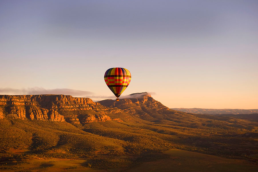 Hot Air balooning over Wilpena Pound. Image courtesy of Rawnsley Park Station.