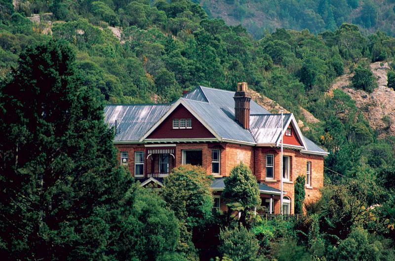 Tasmania's Queen Anne-style Penghana B&B. Image by Tourism Tas.