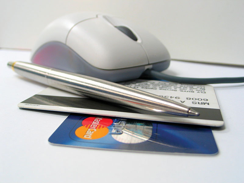 When travellers book a holiday online, great deals are only a mouse click away. Image by www.morguefile.com.