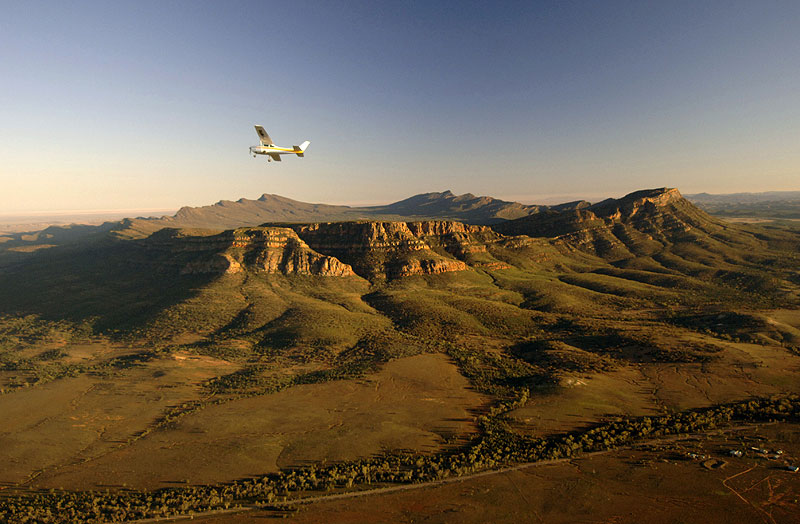 Starboard dip to Wilpena. Image by Tourism SA