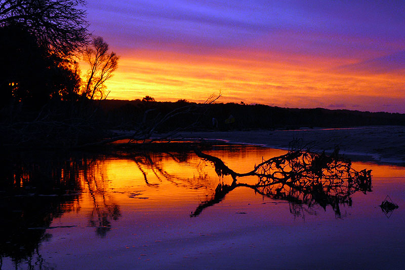 The sun sets over Stradbroke Island, captured by AT Reader Joanne Harvey