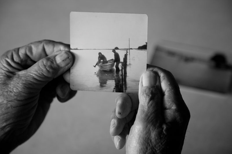 John Petrass holds a photo from the 1974 flood that laid siege to his Byrneville family property for eight months. Photograph by Andrew Chapman.