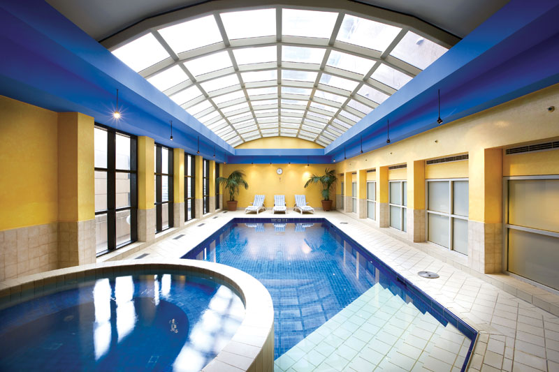 Stamford Plaza Melbourne's indoor-outdoor pool