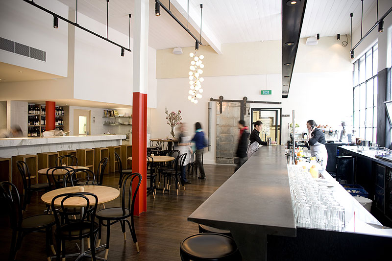 At Cumulus Inc, the industrial space has been converted into an airy dining room of simple elements.