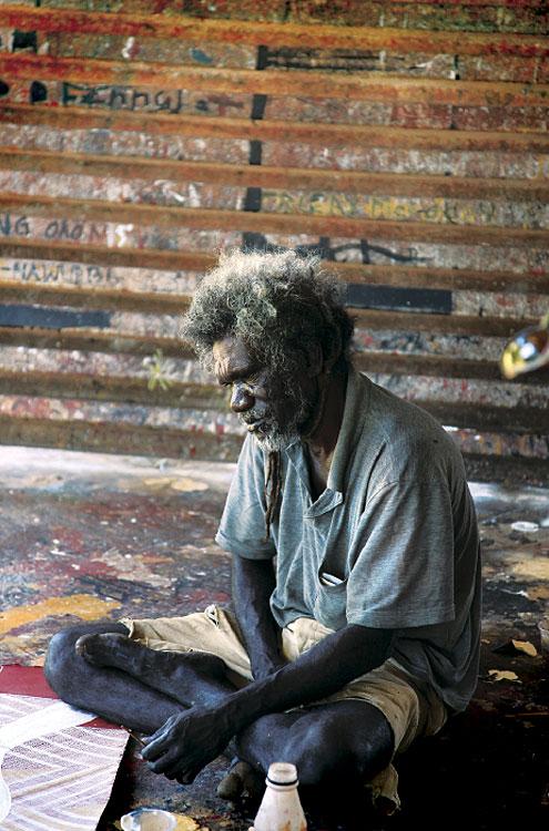 Glen Namundja paints on his own at the Injalak Arts Centre.