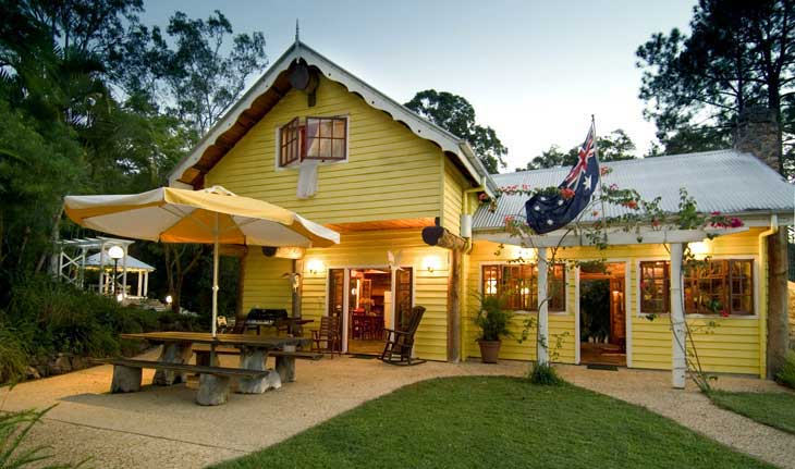 Maloolah Valley Holiday Houses, affordable holiday accommodation on the Sunshine Coast with horse riding on site