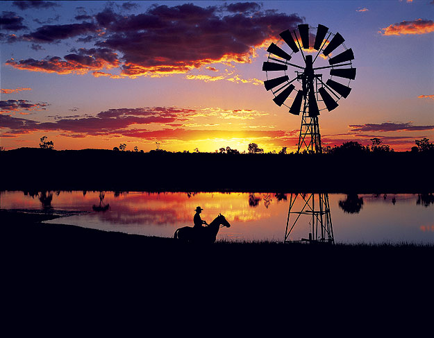Sunset over lake at longreach. Image by Tourism QLD