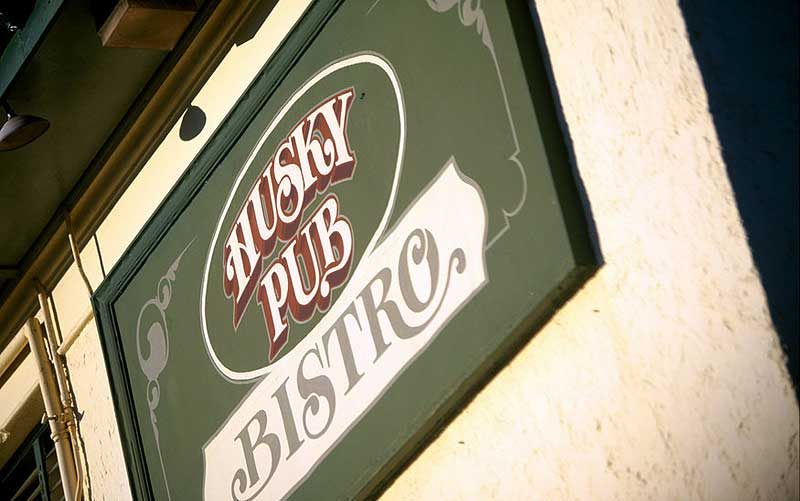 The iconic Husky Pub. Image by Tourism NSW