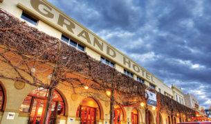 Mildura's world famous Grand Hotel. Image by Rob Gordon.