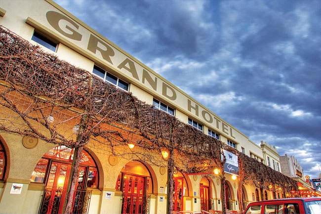 Mildura's world famous Grand Hotel. Image by Rob Gordon.