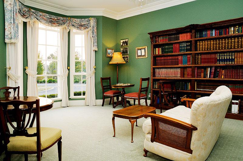 Montfort Manor - guest library.