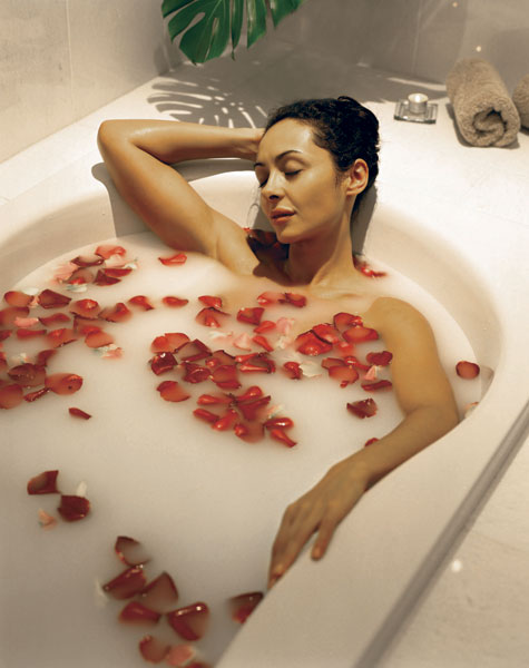 Rose petals and relaxation in Lilianfels' Elemis Spa