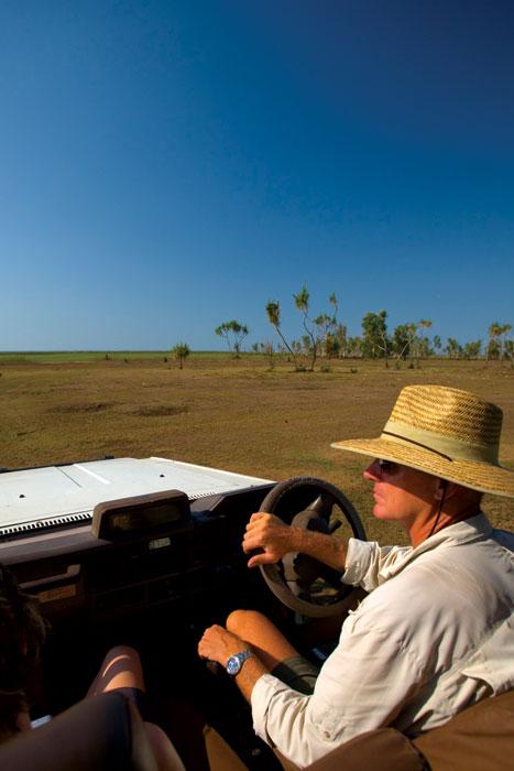 A 4WD safari ar Bamurru Plains alongside and Mary River Floodplains
