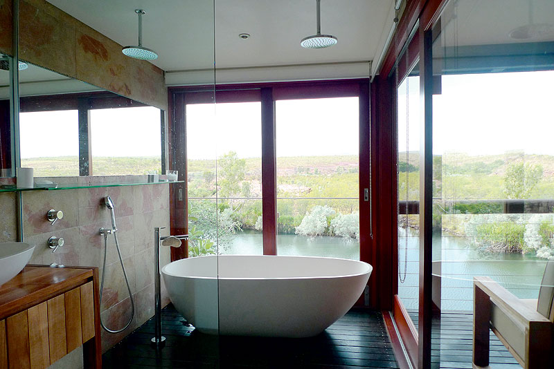 Bathroom with a view at El Questro Homestead.