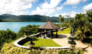 Villa Botanica weddings on the lawn