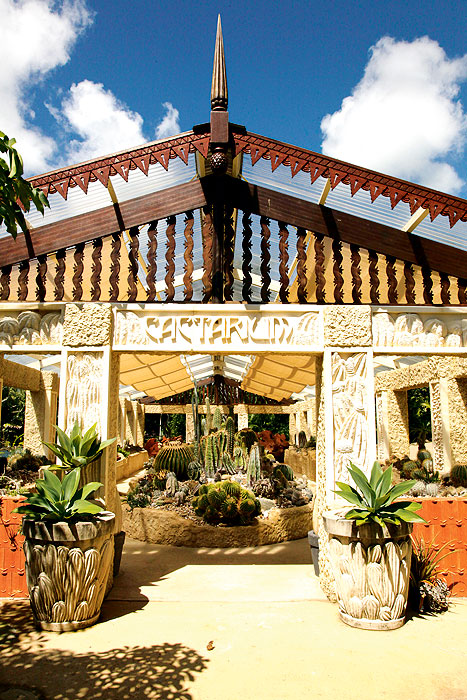 The gardens surrounding Villa Botanica are home to a large cactus collection, many of which are housed in a dedicated cactarium.
