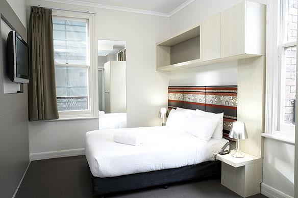 pensione hotel melbourne your 99 jail cell with flat. Black Bedroom Furniture Sets. Home Design Ideas