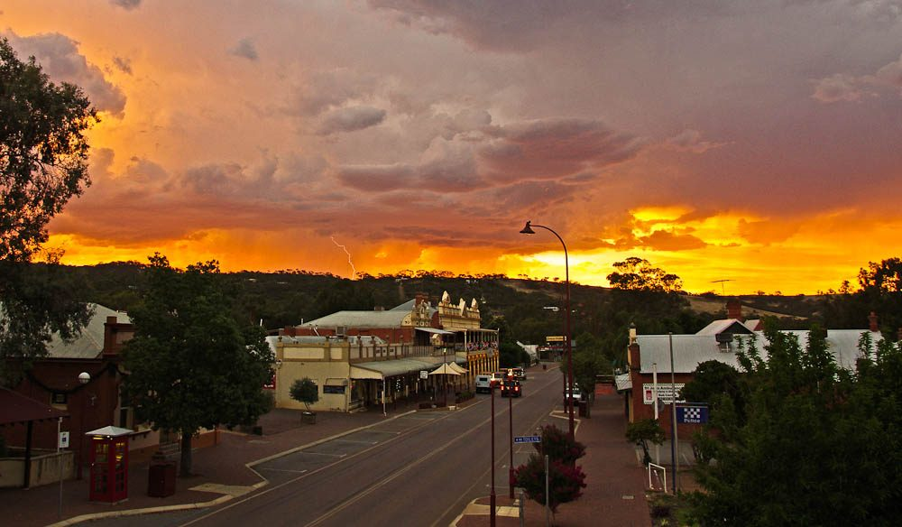 Lightning cracks over Toodyay, WA (By: Chris Tate)