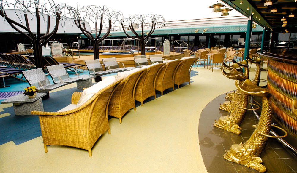 Lido Bar on Holland America's MS Oosterdam (cruise)