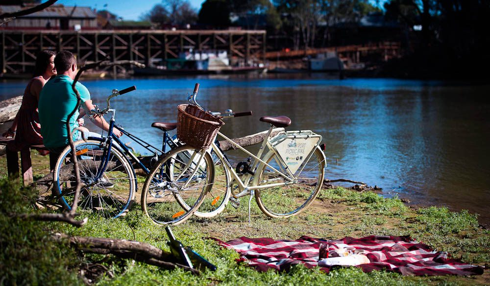 Ride next to the Murray. at Echuca, Port Picnic Bikes.