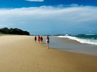 Come with us on the must-see Stradbroke Island tour.