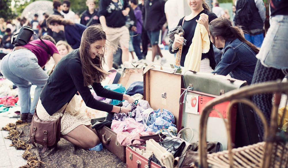 Teen Heaven: The Suitcase Rummage, Brisbane (Photo : Yan Chen)