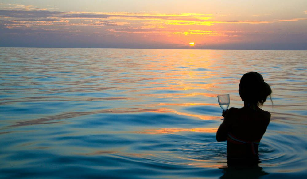 Bubbles & bathing: Bedwell Island sunset (photo: Fleur Bainger).
