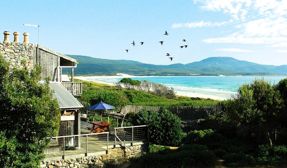 Aurora Beach Cottage in Tasmania boasts direct beach access and uninterrupted views (Daniel Steiner).