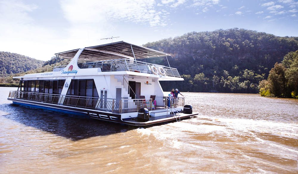 Hawkesbury Houseboating: No experience or licence is required.