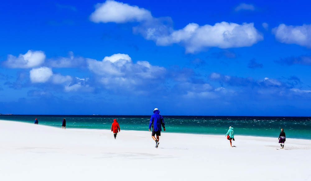 The stunning natural contrasts of the Bay of Fires Lodge Walk.