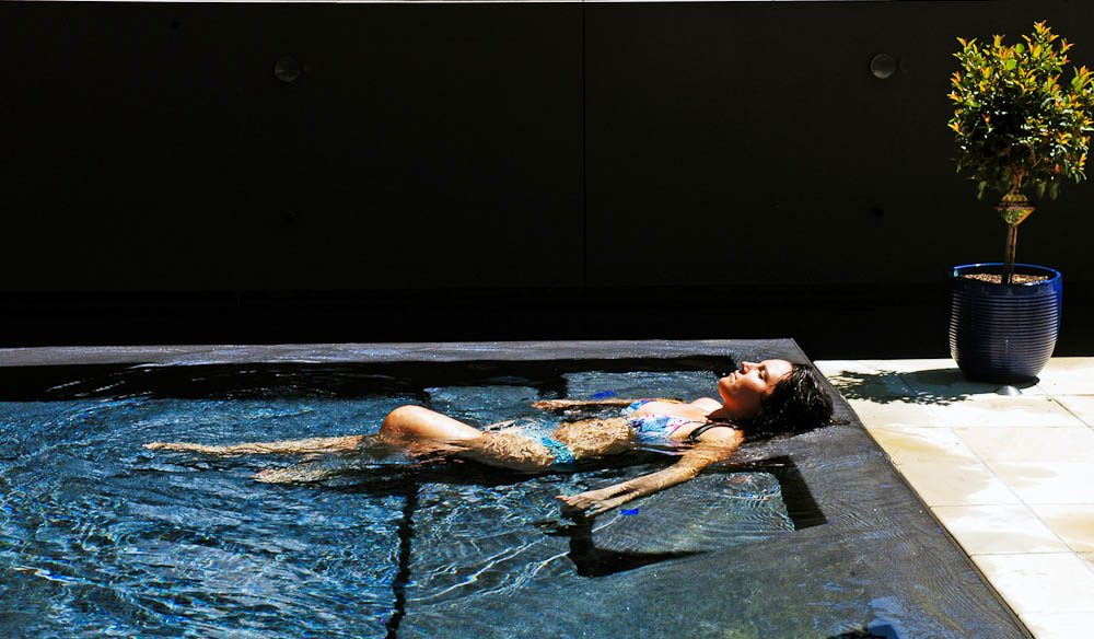 A dip/recline in the infinity pool (Alisa Katan Photography).