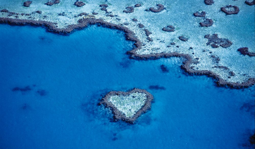 Valentine's Day supergift: a flight over iconic Heart Reef, Whitsundays. (photo: Tourism Australia).