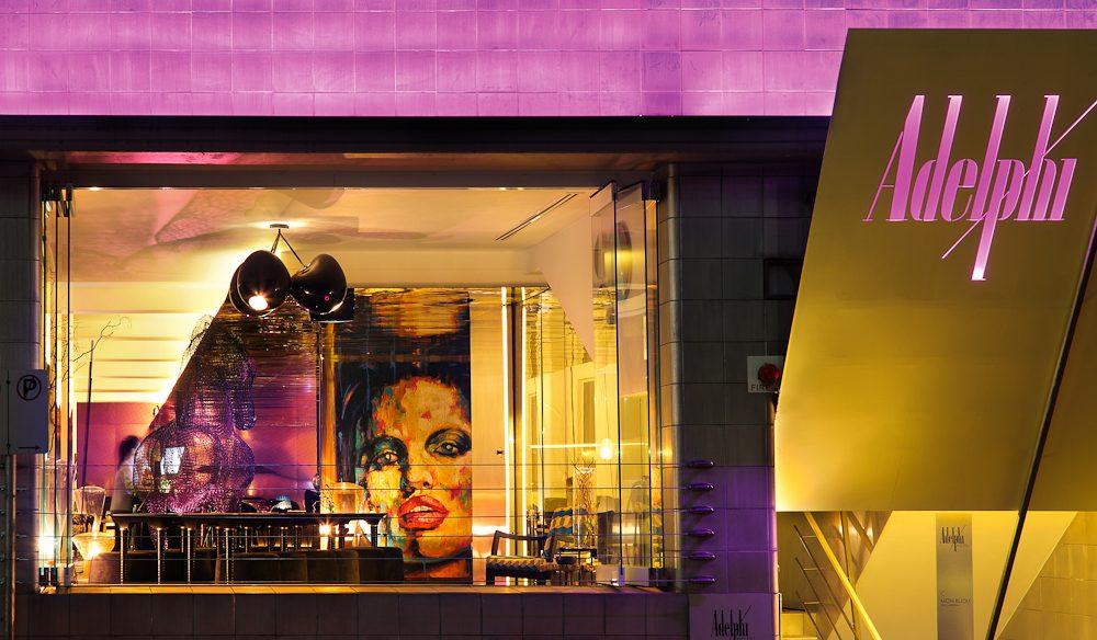 Adelphi Hotel, Melbourne: Outside looking in.