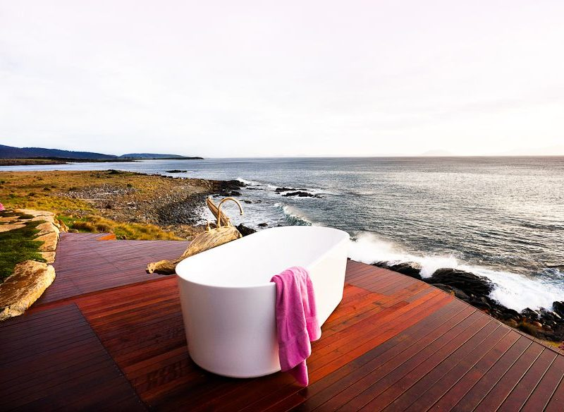 Ocean-view bath tub, Thalia Haven, Great Oyster Bay, Tasmania accommodation