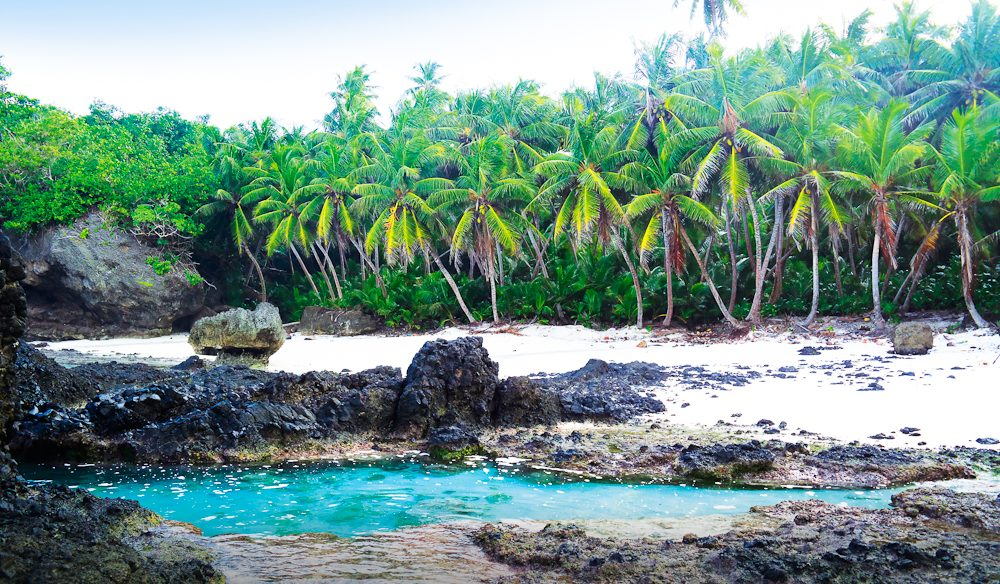 The bubbling ocean water that rushes in and out of this miniature swimming hole has earned it the nickname 'Dolly Beach Spa'.
