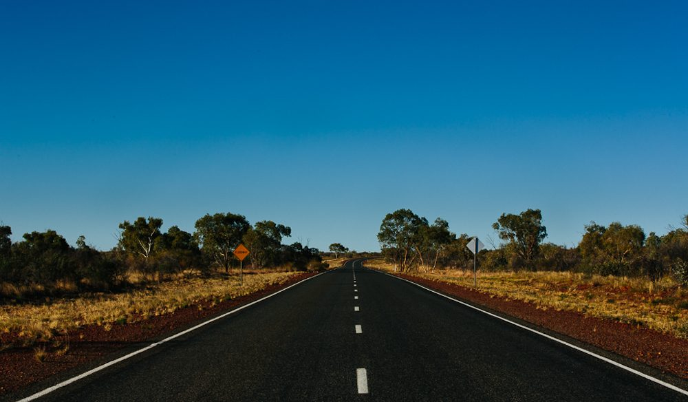 The long and straight road to the Devils Marbles: (photo: www.melissa-findley.com).