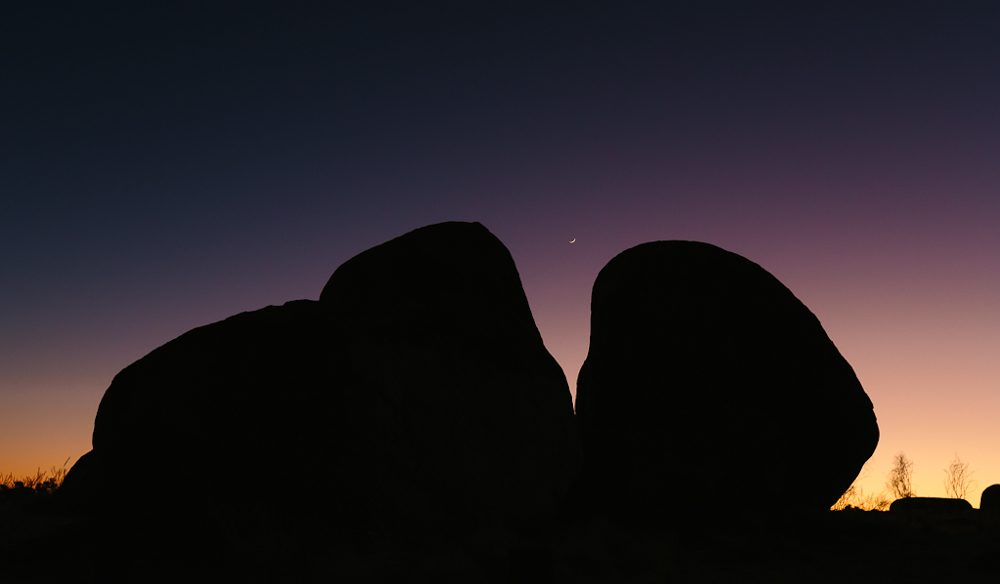 The sunset silhouette Devils Marbles: (photo: www.melissa-findley.com).