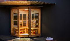 Montage villa equipped with an infrared outdoor sauna.