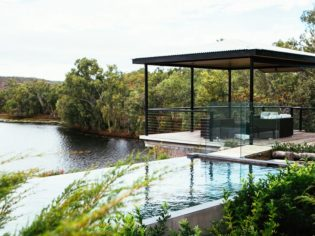 Crystalbrook Lodge sunset nook: settle in to gaze out over the water. (photo: Elise Hassey)