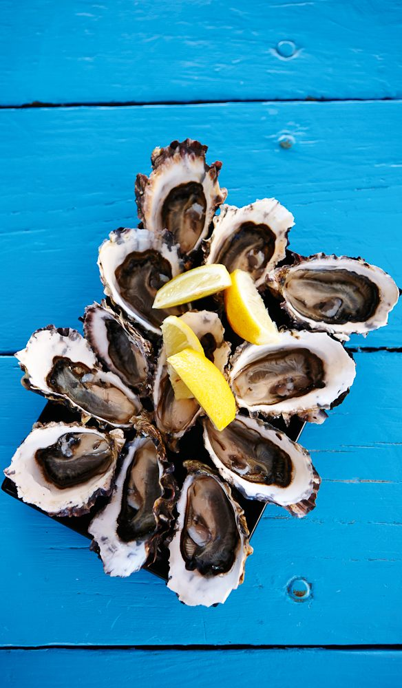 Tassie oysters, do it yourself style. (photo: Max Doyle)