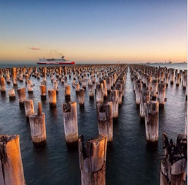 Poles apart, Port Melbourne by @jarrodhydephotography